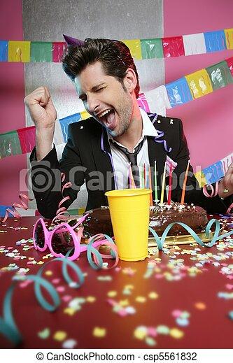 Feliz gesto hombre en la fiesta - csp5561832