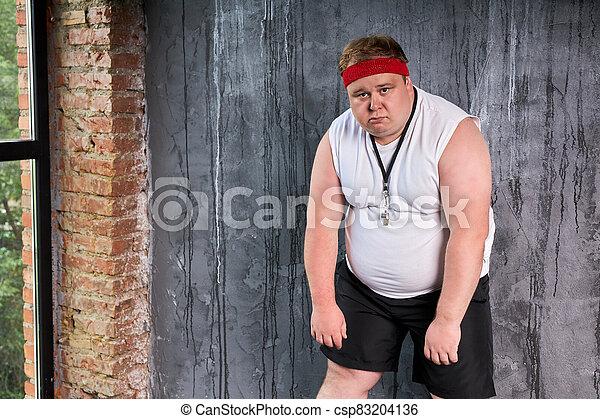 hombre, grasa, boca, dolorous, silbido - csp83204136