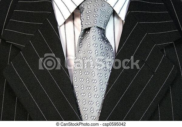 Hombre de traje negro - csp0595042
