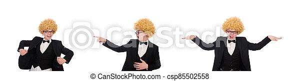 hombre, llevando, peluca, afro, joven - csp85502558