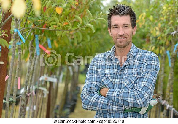 Retrato de hombre entre árboles frutales - csp40526740