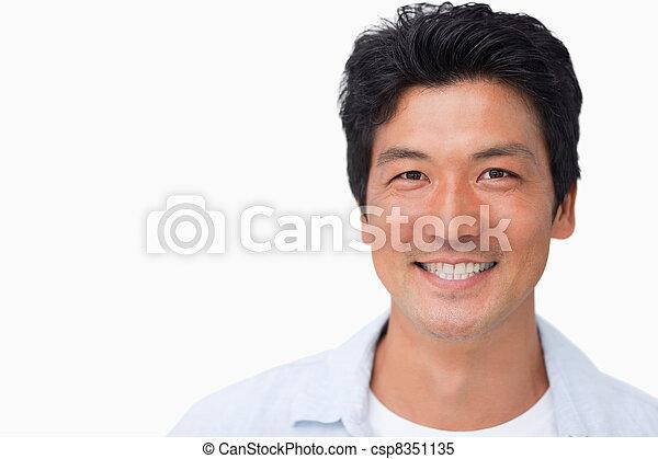 Sonriendo joven - csp8351135