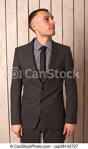 Hombre de traje - csp38143727