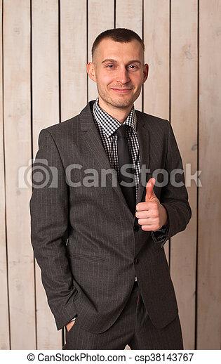 Hombre de traje - csp38143767