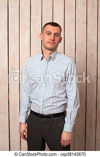 Hombre de traje - csp38143670