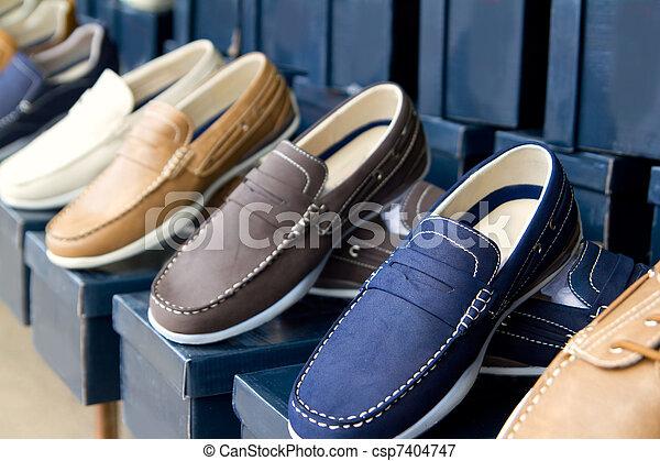 dc81b6f68 Homem, fila, sapatos, coloridos, clássicas. Loja, ao ar livre ...