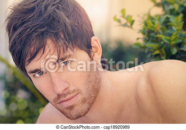 homem jovem - csp18920989