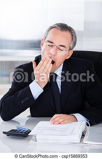 homem negócios, bocejar, maduras - csp15669353