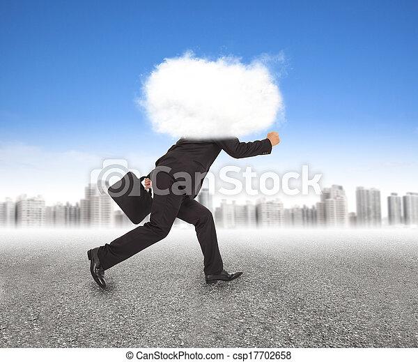 homem negócios, cabeça, nuvens, executando, ao ar livre - csp17702658