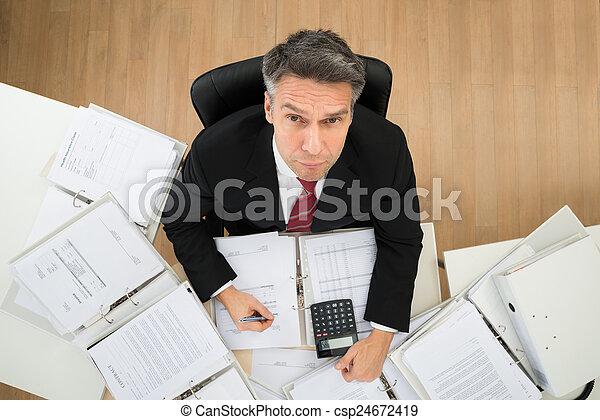 homem negócios, paperwork - csp24672419