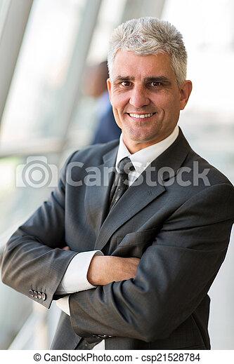 homme affaires, personne agee, armes traversés - csp21528784