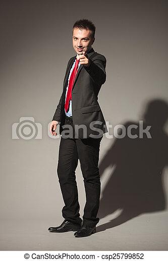 homme, appareil photo, pointage, business, jeune - csp25799852