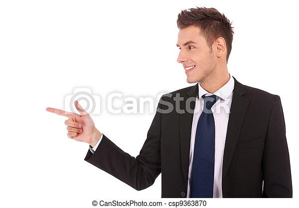 homme, côté, pointage, business, jeune - csp9363870