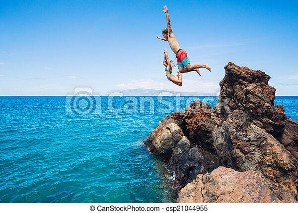 hoppning, vänner, klippa, ocean - csp21044955