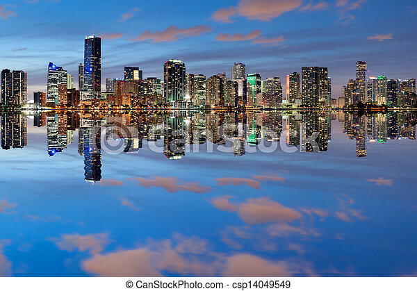 El horizonte de Miami al atardecer - csp14049549