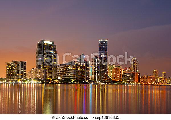 El horizonte de Miami al atardecer - csp13610365