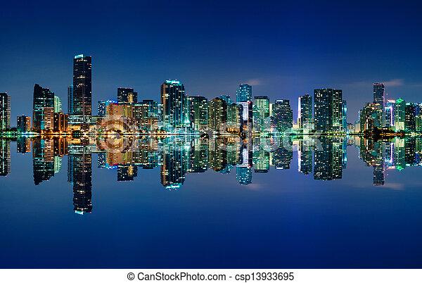 El horizonte de Miami por la noche - csp13933695