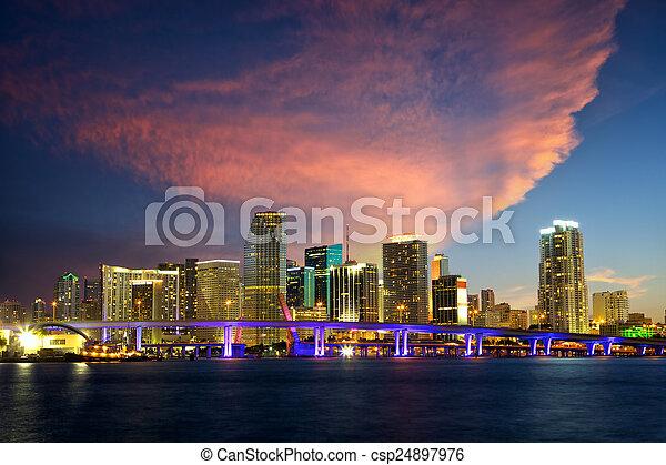 El horizonte de Miami - csp24897976