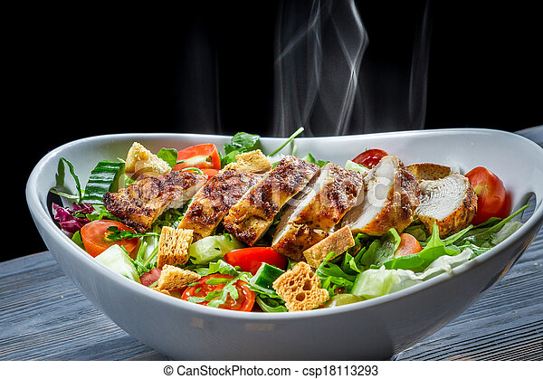 Hot chicken and fresh vegetables in healthy salad - csp18113293