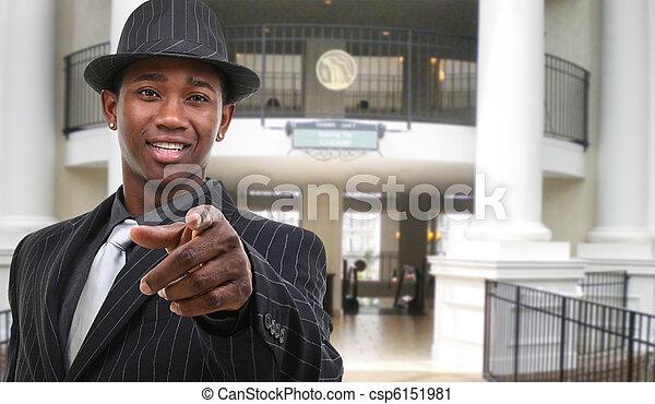 Hombre de negocios en el hotel - csp6151981