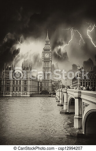 Houses of Parliament, Westminster Palace - London gothic archite - csp12994207