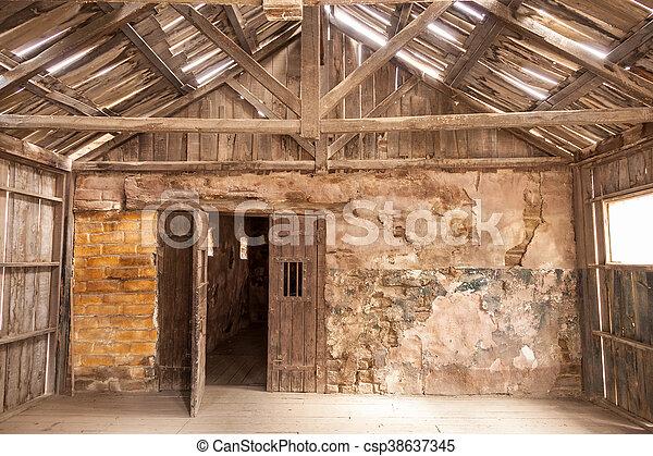 Houten huis interieur oud verlaten