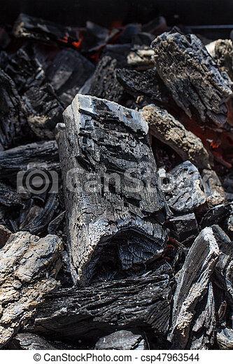 houtskool, op, textuur, gloeiend, zwarte achtergrond, afsluiten - csp47963544