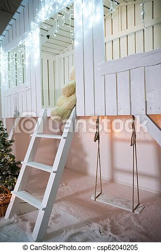 Huśta Się Schody Pas Drewniany Dom Ozdobny Drzewo Rok Front Nowy Białe Boże Narodzenie Boże Narodzenie