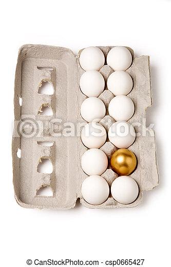 Huevo de oro - csp0665427