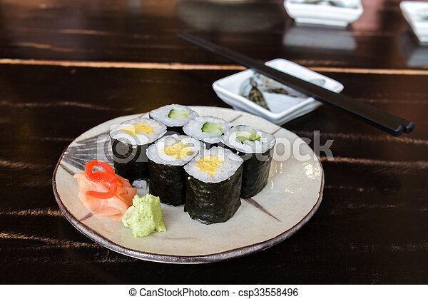 Huevo de sushi y pepino - csp33558496
