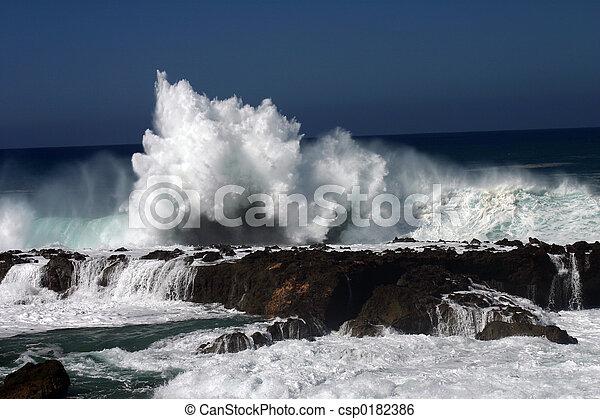 Huge Wave Crashing - csp0182386