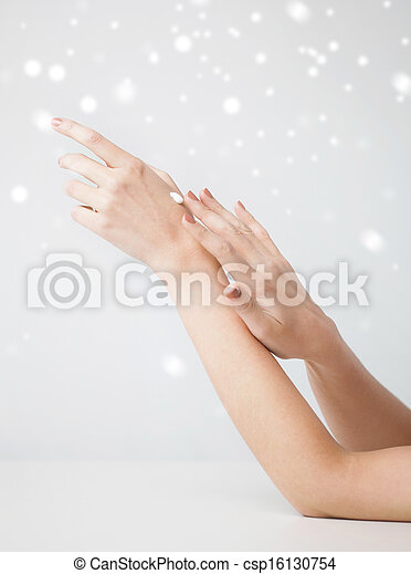 huid, zacht, vrouwenhanden - csp16130754