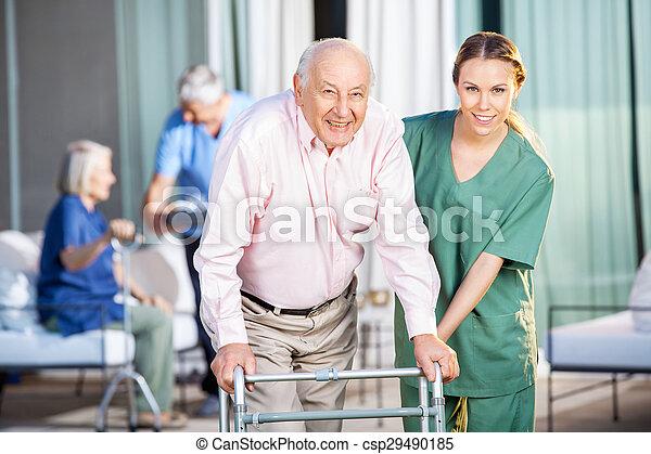 huisbewaarder, zimmer, portie, vrouwlijk, gebruik, senior, frame, man - csp29490185