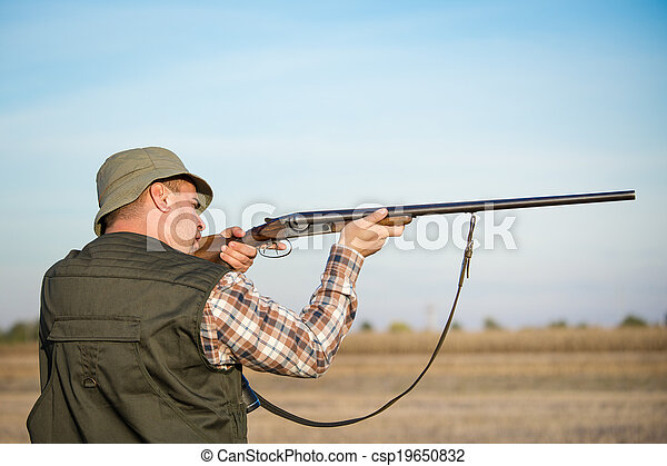 hunter hunting - csp19650832