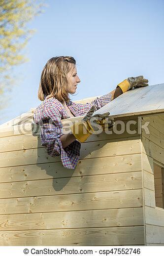 hus, kvinna, träd, tak, arbete - csp47552746