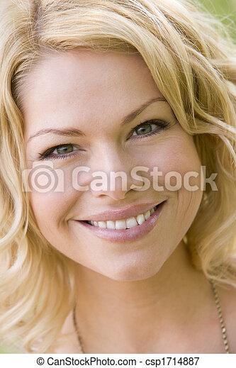 huvud, kvinna, skott, le - csp1714887