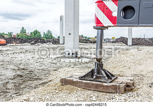 Hydraulic crane foot is supported by wood for safety, Lateral stabilizer