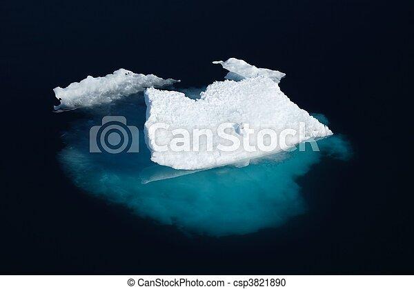 Ice floe in Nunavut (canadian arctic sea)  - csp3821890