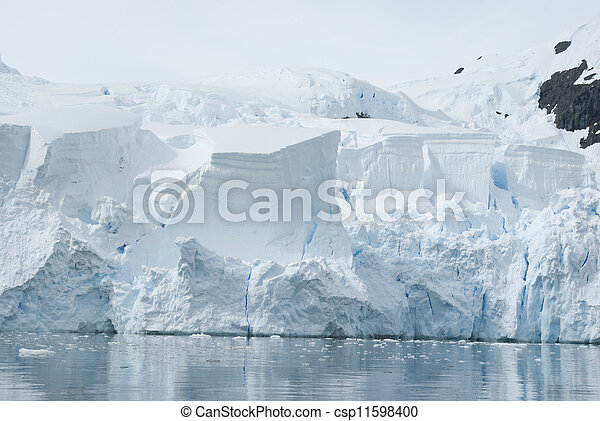 Ice sheet on the Antarctic coast. - csp11598400