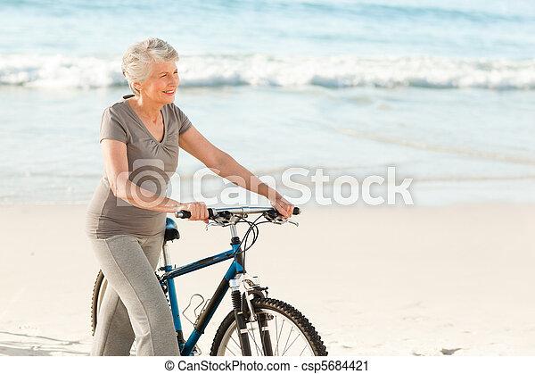 idősebb ember, bicikli, neki, nő - csp5684421