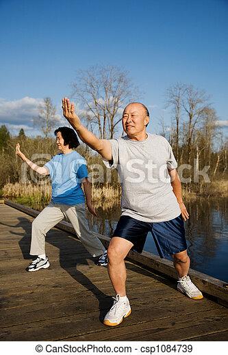 idősebb ember, gyakorlás - csp1084739