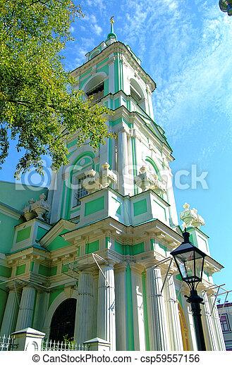 Torre Bell de la Iglesia Ortodoxa en Moscú - csp59557156