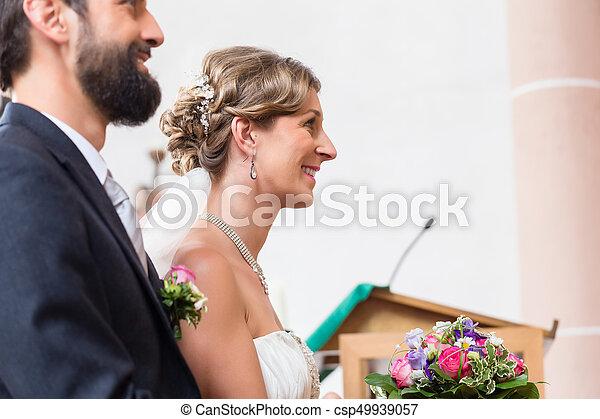 igreja, altar, noivo, noiva, casório, tendo - csp49939057