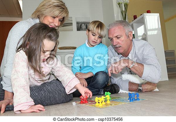 ihr, paar, senioren, enkelkinder, spielende  - csp10375456