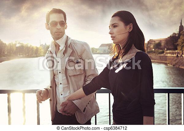 il portare, coppia, occhiali da sole, attraente, giovane - csp6384712