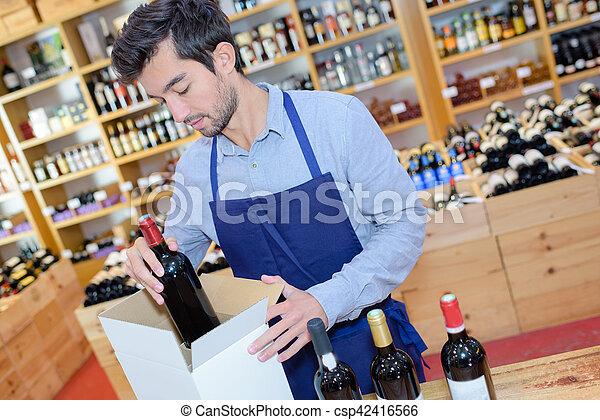 il portare, grembiule, bottiglie, scatola, venditore, preparare, negozio, vino - csp42416566