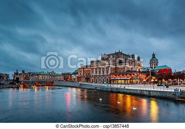 Ópera real de Estocolmo iluminada por la noche, Sweden - csp13857448