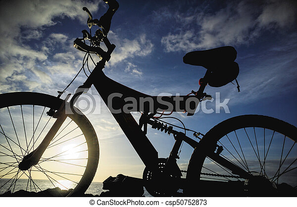imagen, bicicleta, ocaso, montaña - csp50752873