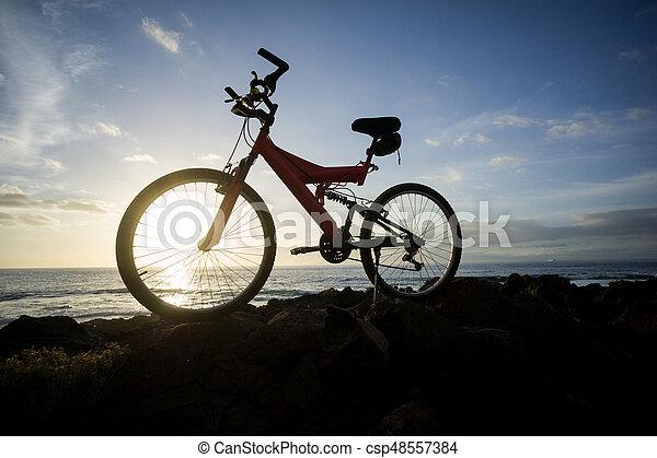 imagen, bicicleta, ocaso, montaña - csp48557384
