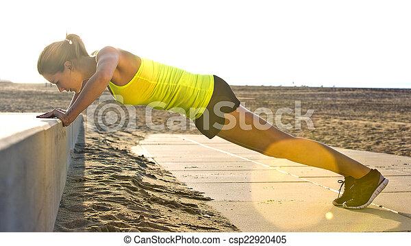 imprensa, mulher, praia, ups - csp22920405